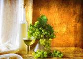 Still life fruit bottlle wine grapes — Stock Photo