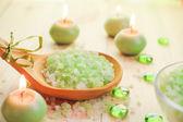 Baño de sal velas perfumadas mesa — Foto de Stock