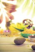 Les pierres zen bougie parfumée fond en bois — Photo