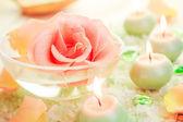 Spa komponenten rose blume bad salz aromatische kerzen — Stockfoto