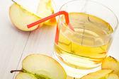 Hälsosam kost juice färska äpplen — Stockfoto