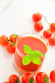Healthy food juice red cherry tomatoes — Stockfoto