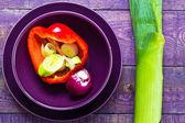Ingredientes salada vegetal prato de madeira mesa — Foto Stock