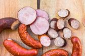 копченое мясо деревянным столом пустое пространство текста — Стоковое фото