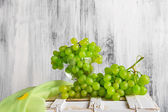 Still life fruit bottlle wine grapes — 图库照片