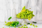 Still life fruit bottlle wine grapes — Stockfoto