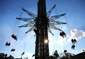 Carrossel alto no céu em uma feira em viena — Foto Stock