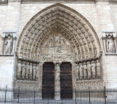 Detail of gothic Cathedral of Notre Dame in Paris — Stock Photo