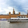 London.Houses of Parliament with Thames river — Stock Photo
