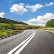 Empty curved road,Yorkshire,uk — Stock Photo