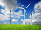 Windkraftanlagen bauernhof — Stockfoto