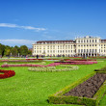 Schoenbrunn Palace in Vienna — Stock Photo #13863955