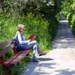 Reading in the park — Foto Stock
