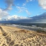 u moře, písečná pláž — Stock fotografie