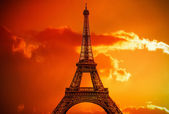Amazing Eiffel Tower in the evening — Stock Photo