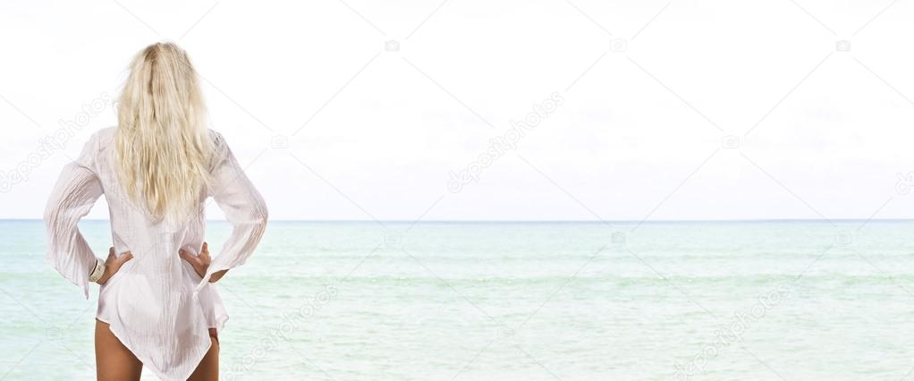 Portrait of beautiful girl having good time on tropical beach  Stockfoto #13202639