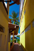 View of a fragment of narrow street leading to the tropic beach — Foto de Stock