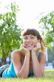 Portret młodej kobiety piękne lato środowiska — Zdjęcie stockowe