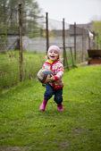 Girl runs with the ball — Stock Photo