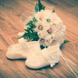 Shoes and bouquet on a wooden floor — Stock Photo #51030249