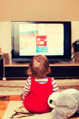 Child in front of TV — Stock Photo