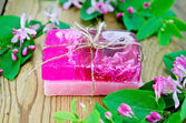 Soap homemade pink with flowers of honeysuckle — Stock Photo