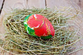 Easter egg with red flower on board — Stockfoto