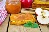 Bread with apple jam and apples on board — Stock Photo