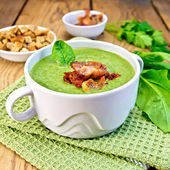 Soup puree with bacon and croutons on board — Stockfoto