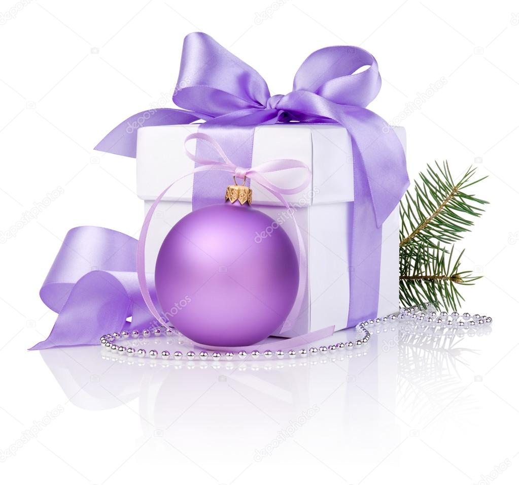 Christmas gift with Purple Ball, tree branch and ribbon bow isolated on white background — Stock Photo #14622229