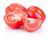 多汁的红番茄切上孤立的白色背景 — 图库照片