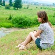 The girl sits on the rock — Stock Photo