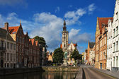 Flemish houses and canal in Brugge — Stock Photo