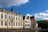 佛兰芒房屋和运河在布鲁日的外观 — 图库照片