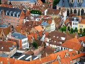 Telhados e fachadas de flamengo casas em brugge, Bélgica — Fotografia Stock