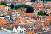 Telhados de casas flamengos em brugge, Bélgica — Fotografia Stock