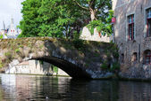 Medieval bridge over canal, Belgium — Stockfoto