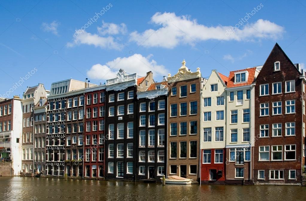 Facciata delle case di amsterdam foto stock kerenby for Case amsterdam economiche