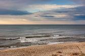 Vague de la mer sur la plage de sable — Photo