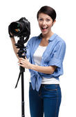 Competent woman-photographer takes pictures — Stock Photo