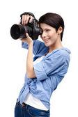 Pretty woman-photographer takes snapshots — Stock Photo