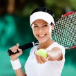 Woman serves tennis ball — Stock Photo