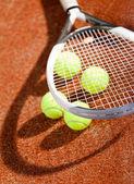 Skončit z tenisové rakety a míčky — Stock fotografie