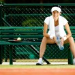 Tennis player rests at the bench — Stock Photo