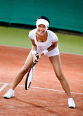 Female tennis player at the clay tennis court — ストック写真