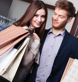 Couple goes shopping — Stock Photo