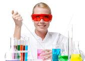 Scheikundige proeven paarse vloeistof in het bekerglas — Stockfoto