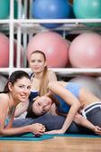 Grupa kobiet sprawny odpocząć — Zdjęcie stockowe