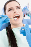 Dentist examines the mouth of the patient — Stock Photo
