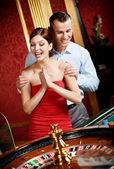 Couple playing roulette is eager to win — Stock Photo